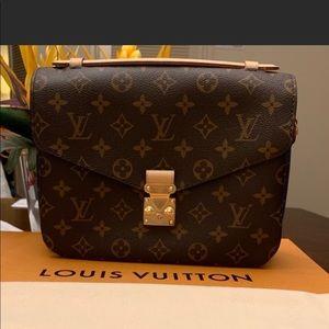 2019 Louis Vuitton Metis Pochette monogram handbag